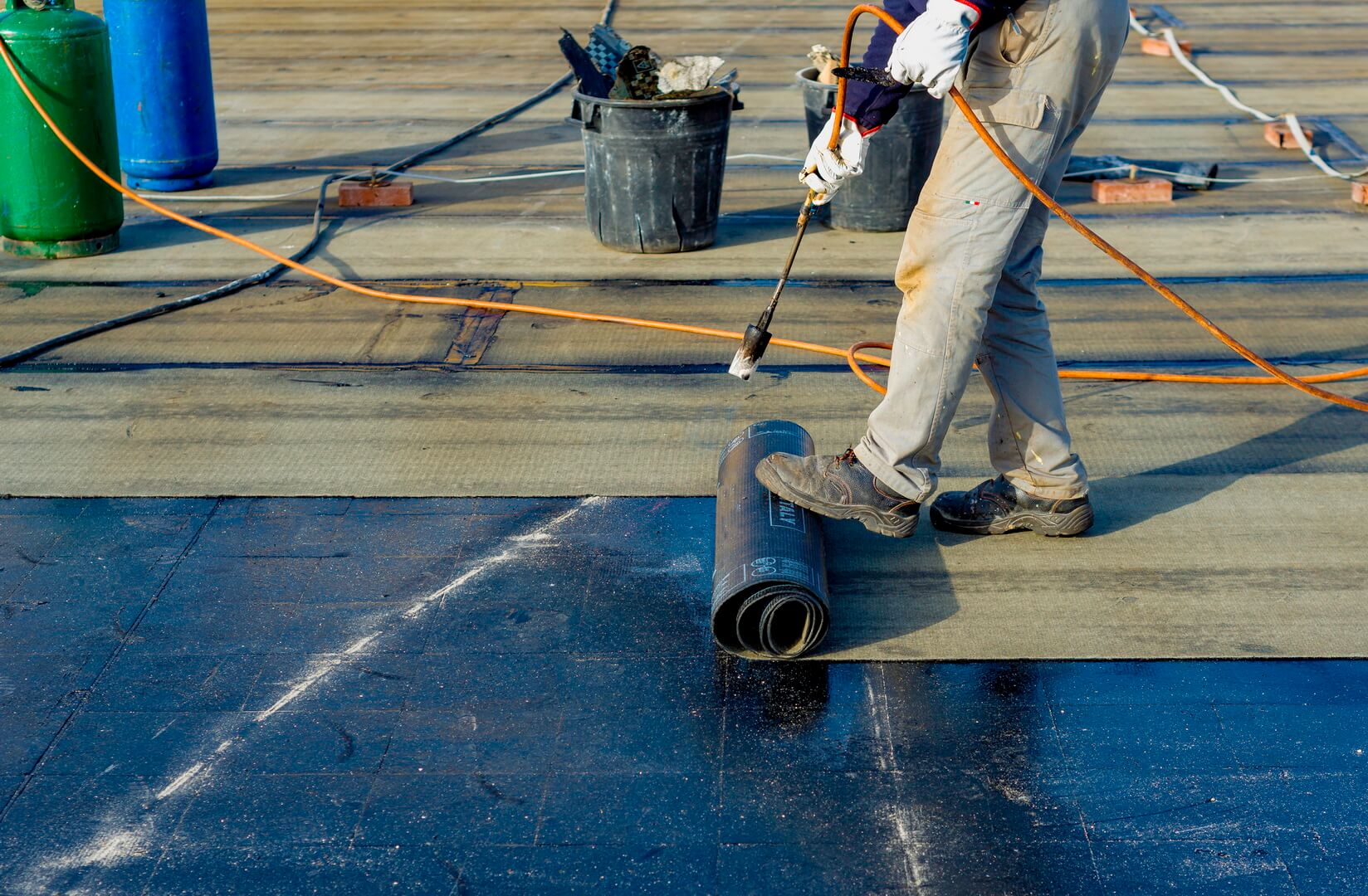 7 signals which tell you to repair your flat roof